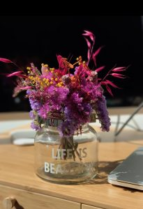 flores en el despacho